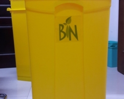 Thùng rác nhựa gia đình có đạp chân UNI-P68Y